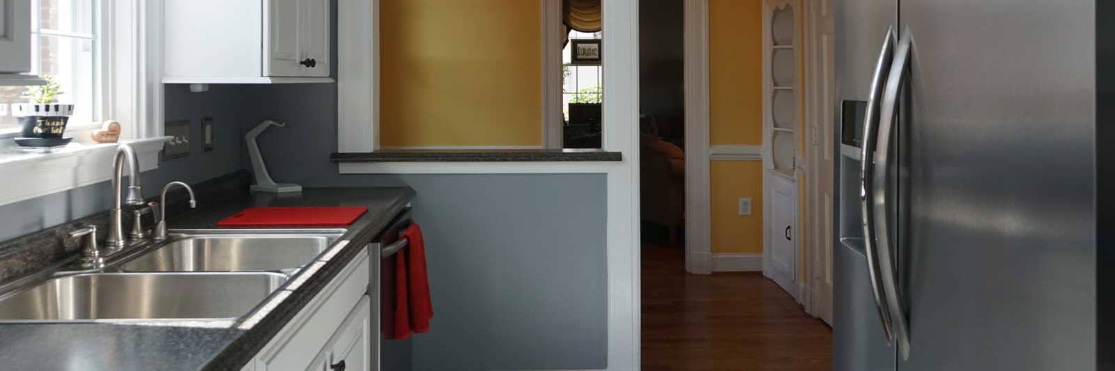 Convenient pass-through wall to breakfast nook