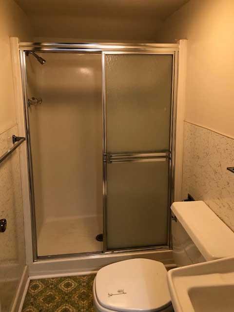 Appomattox second floor bathroom in Phenix before renovation
